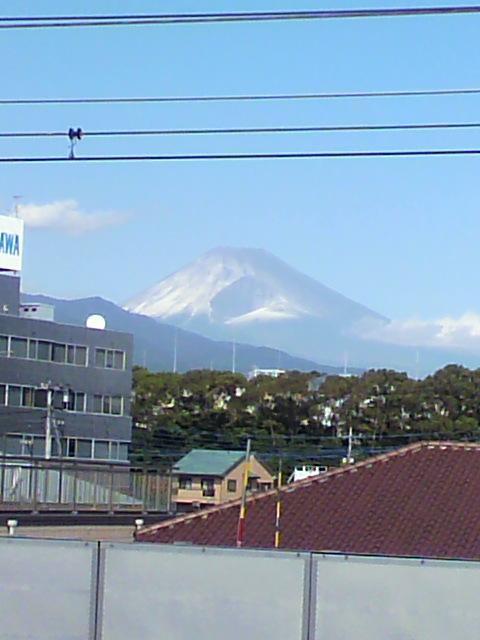 富士山が薄っすらと雪化粧